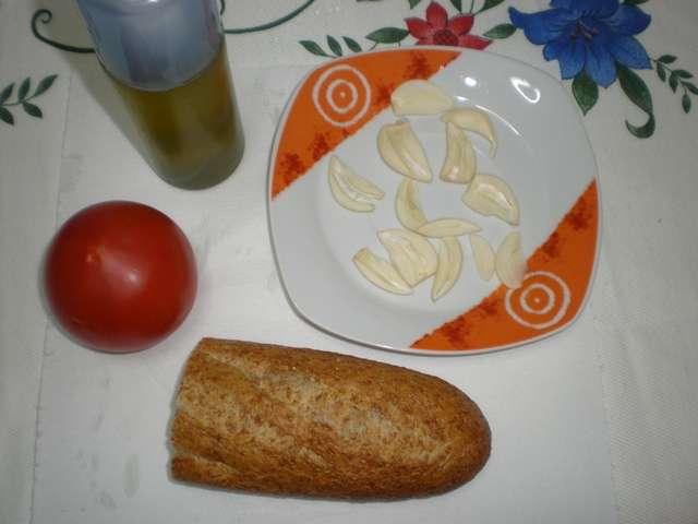 653c - Tostada de tomate y ajo