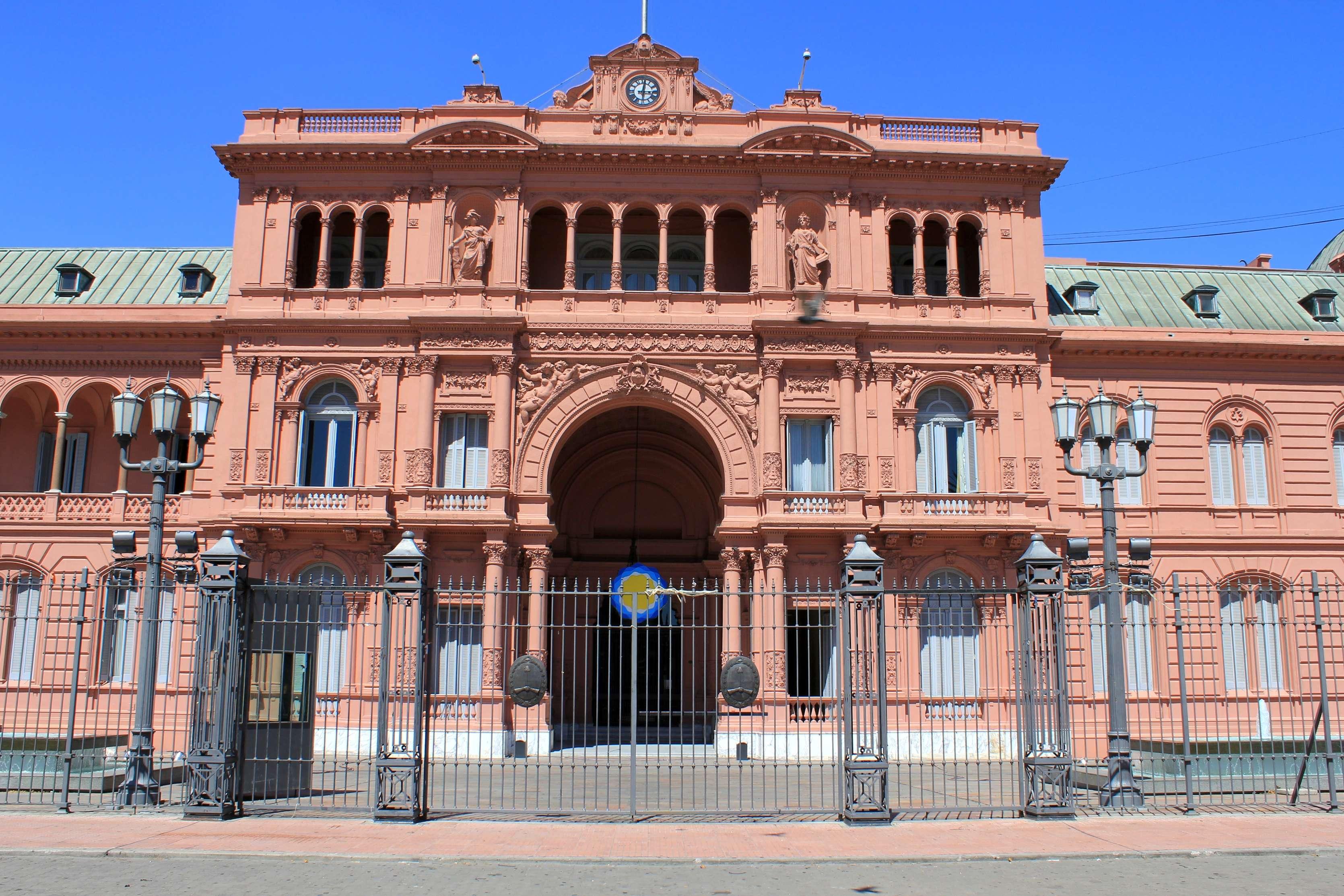 Plaza de mayo buenos aires tour for Casa argentina